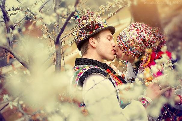 Những trang phục cưới truyền thống kỳ lạ trên thế giới - ảnh 13