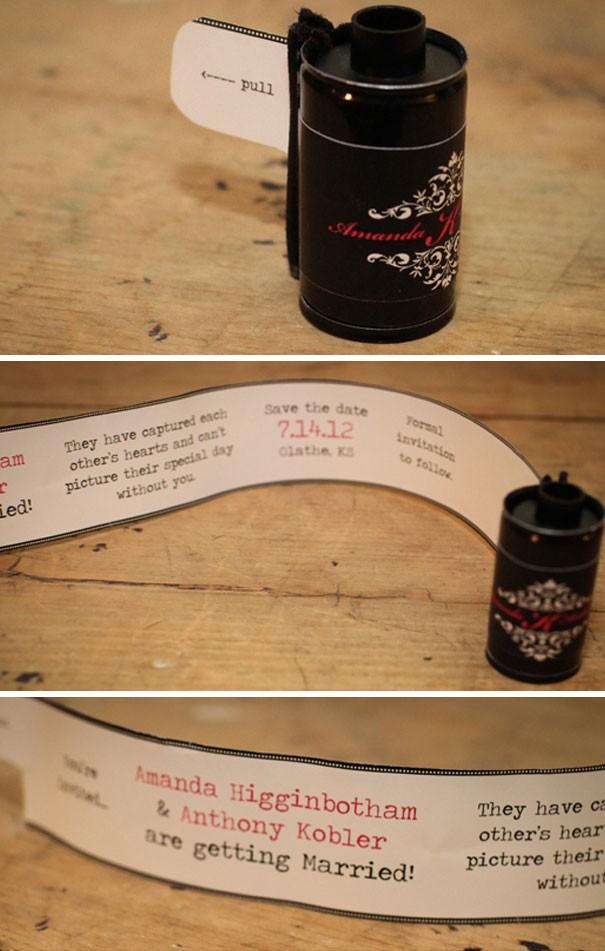 Một thông điệp mời cưới được dấu trong cuộn phim?