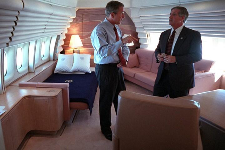Bên trong chuyên cơ Tổng thống Mỹ Bush ngay sau vụ 11-9 - ảnh 2