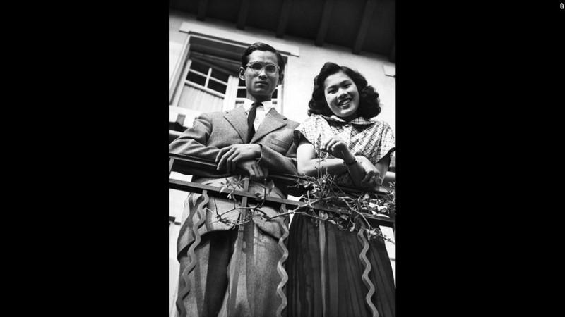 Cuộc đời vua Thái Lan qua hình ảnh - ảnh 3