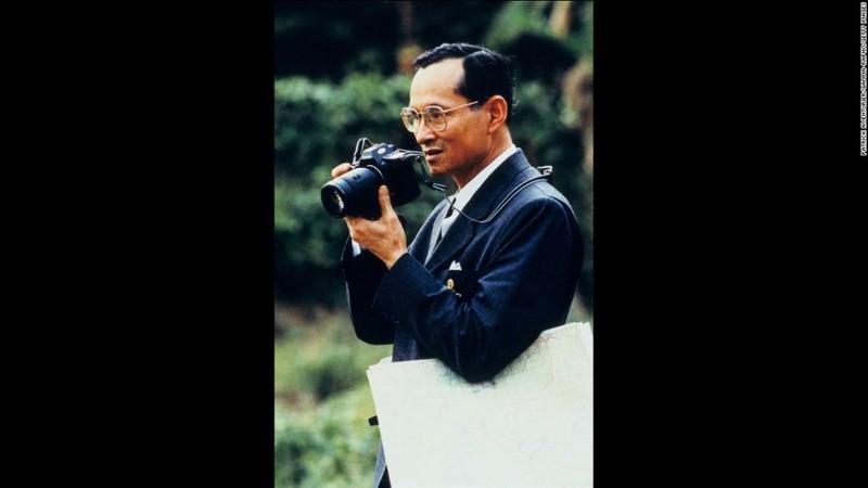 Cuộc đời vua Thái Lan qua hình ảnh - ảnh 9