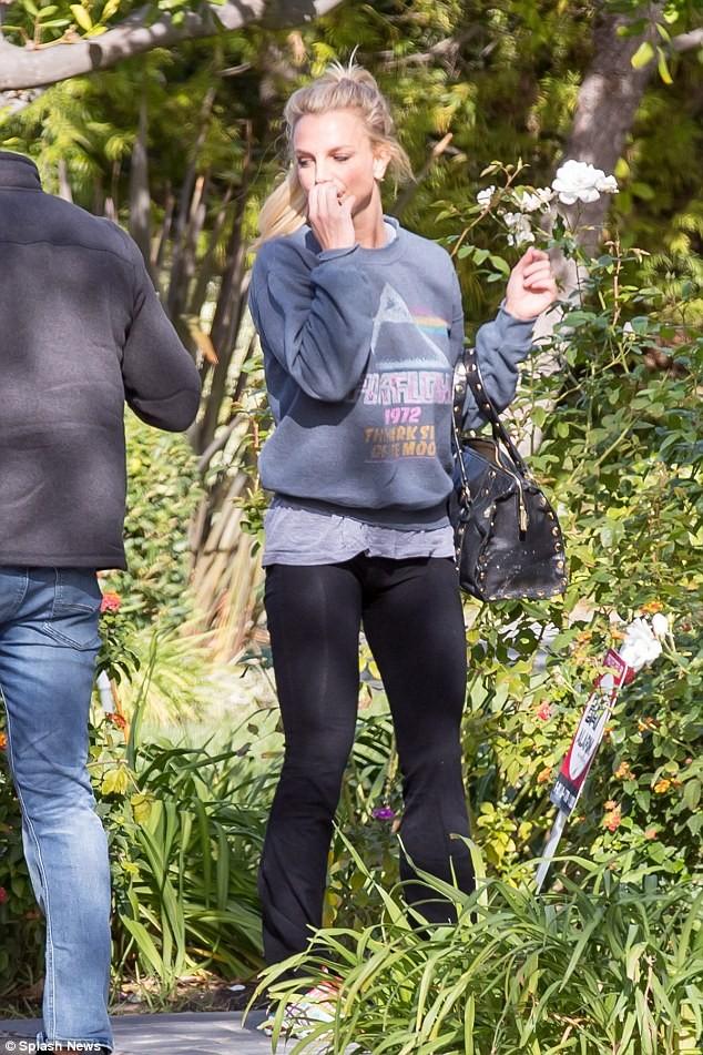 Britney Spear tiều tụy sau nghi án hẹn hò cùng trai trẻ - ảnh 1
