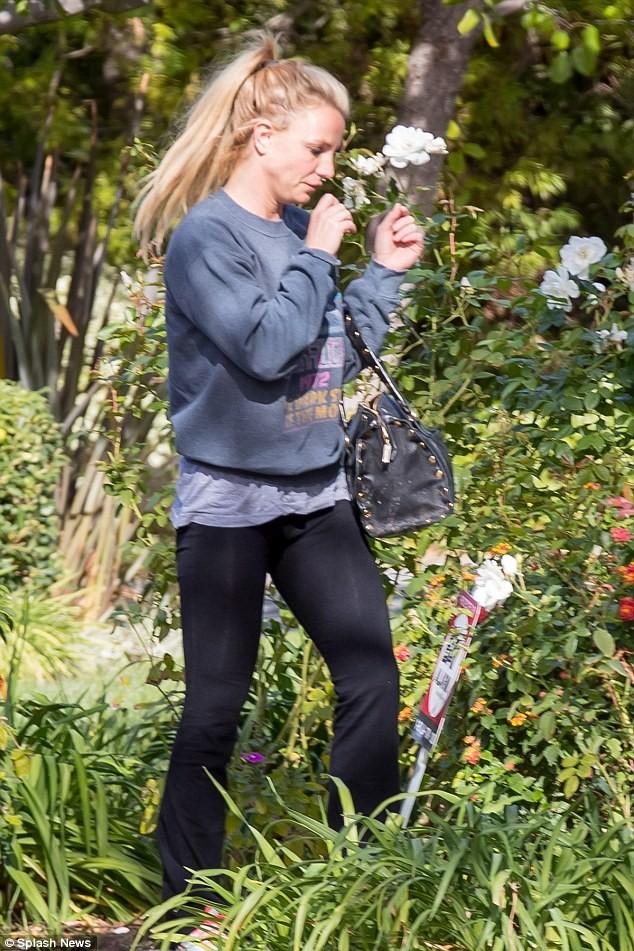 Britney Spear tiều tụy sau nghi án hẹn hò cùng trai trẻ - ảnh 2