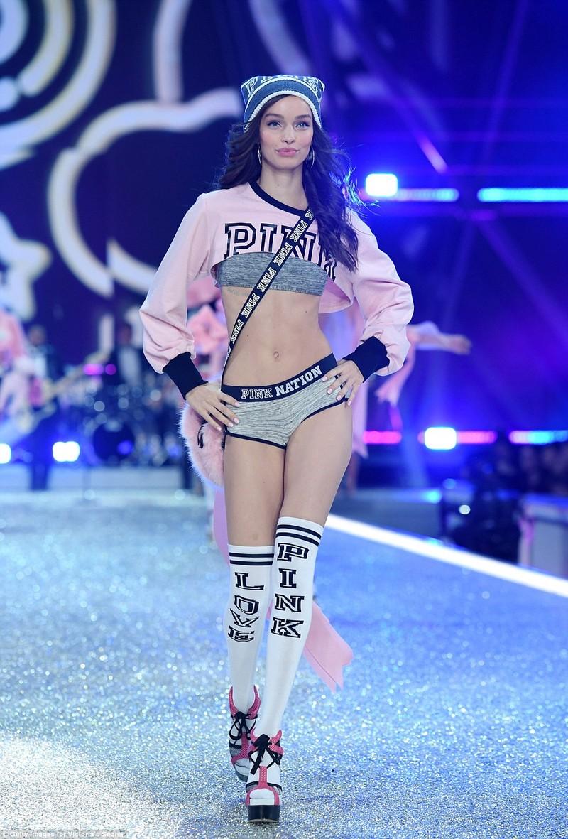 Bỏng mắt với bộ nội y đẹp nhất show Victoria's Secret - ảnh 15