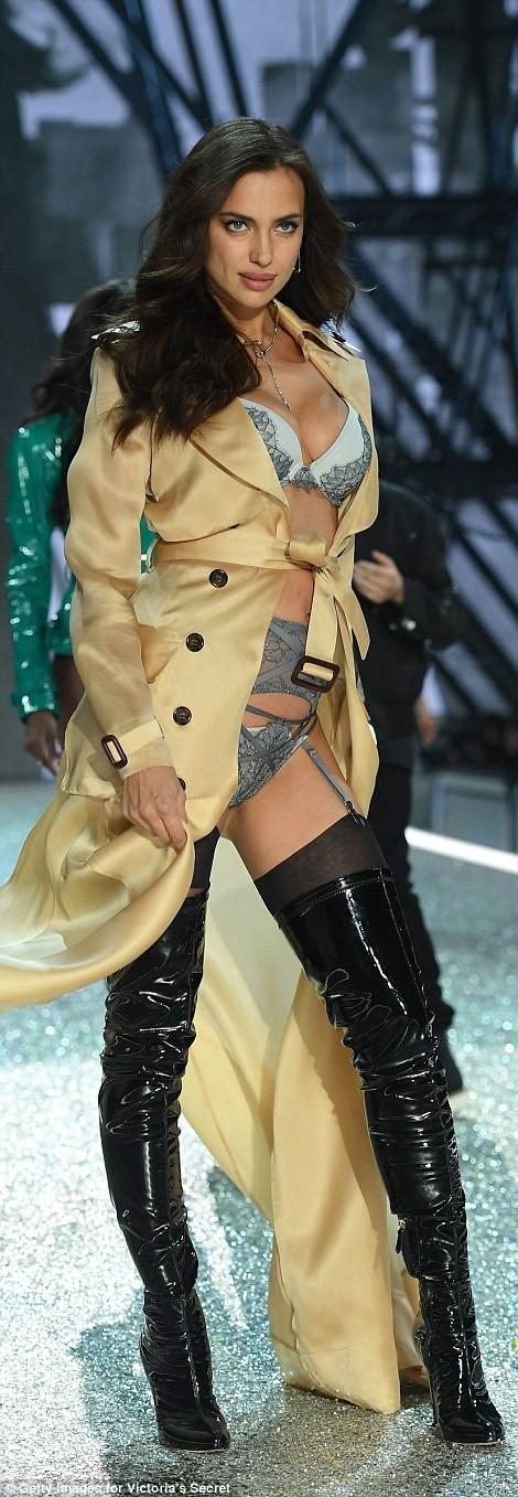 Bỏng mắt với bộ nội y đẹp nhất show Victoria's Secret - ảnh 8