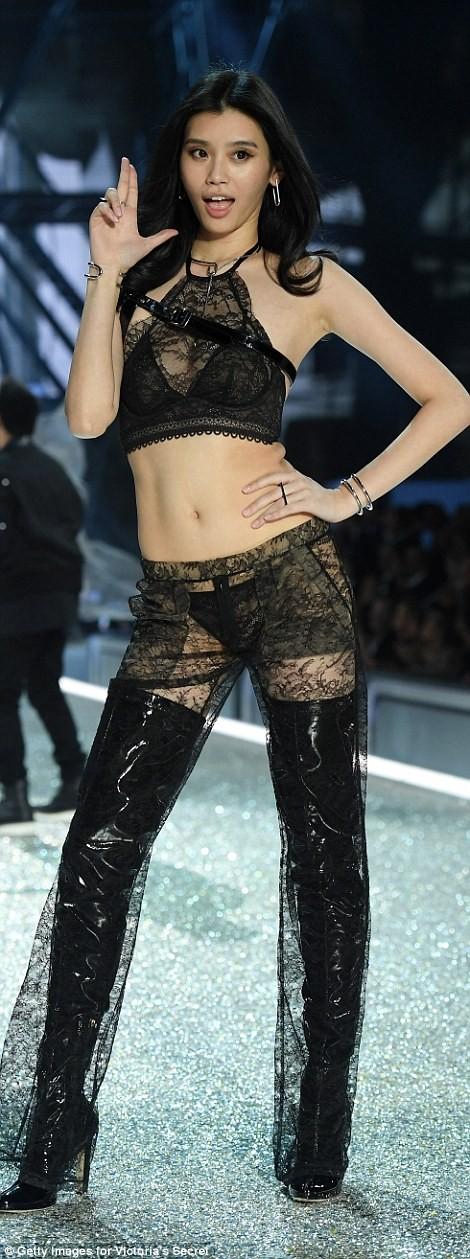 Bỏng mắt với bộ nội y đẹp nhất show Victoria's Secret - ảnh 14