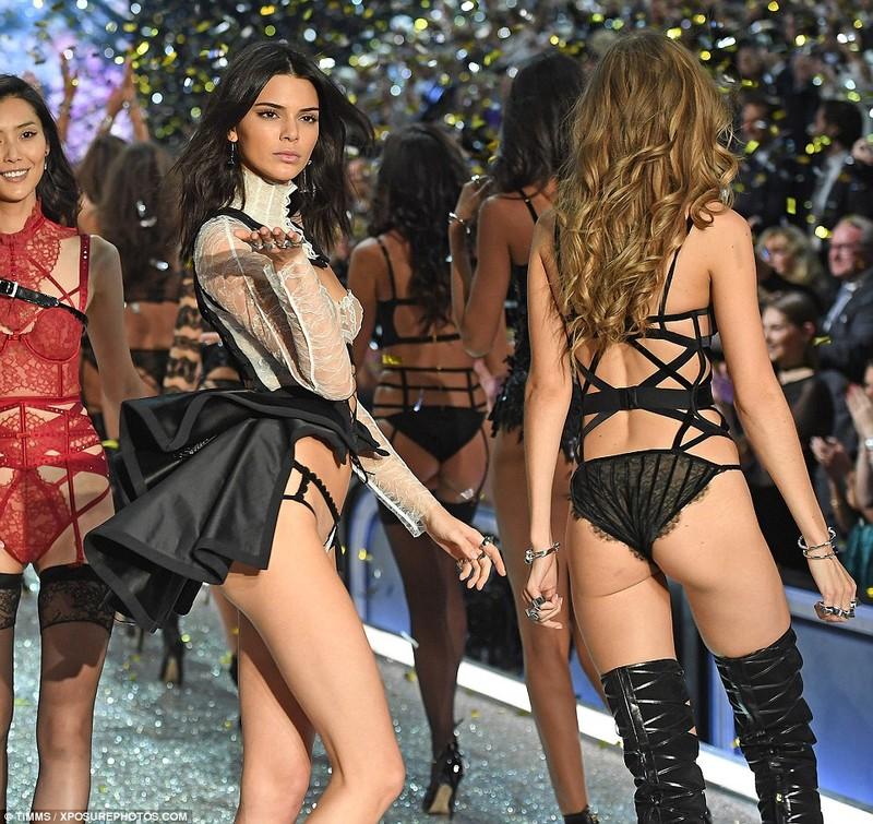 Lộ diện dàn thiên thần nóng bỏng của Victoria's Secret - ảnh 19