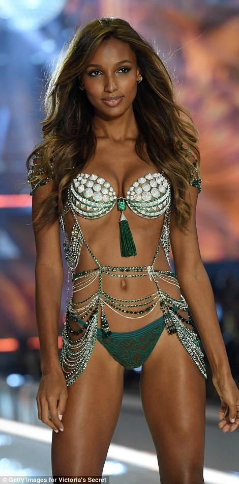Bỏng mắt với bộ nội y đẹp nhất show Victoria's Secret - ảnh 2