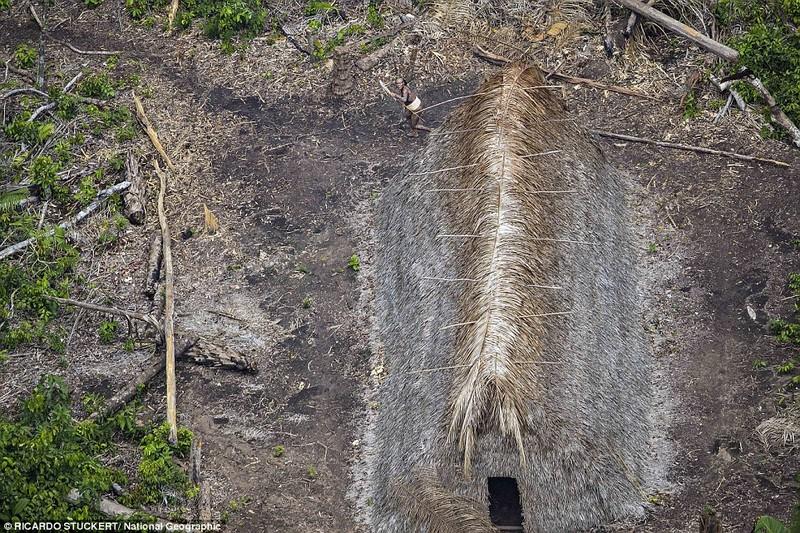 Phát hiện bộ lạc bí ẩn trong rừng Amazon - ảnh 5