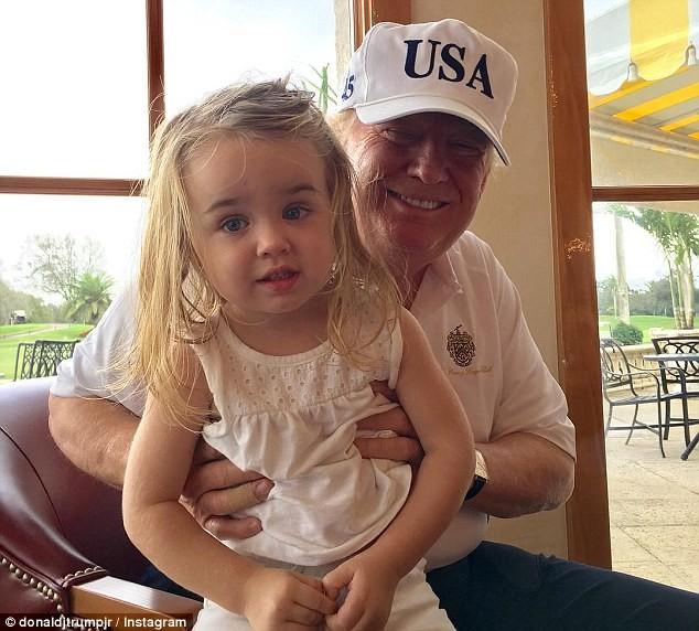 Cháu gái ông Trump mang mặt nạ ông nội dịp Halloween - ảnh 2