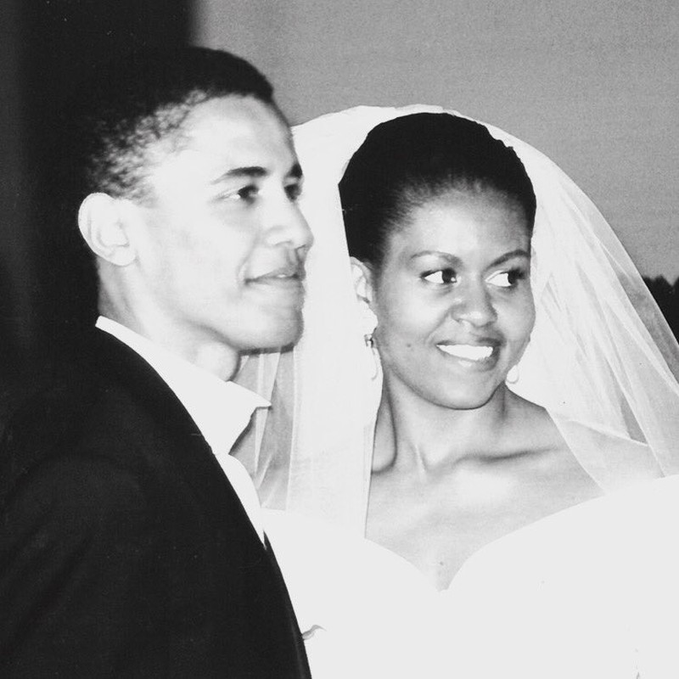 Kỷ niệm 25 năm ngày cưới, bà Obama đăng ảnh gây sốt  - ảnh 2