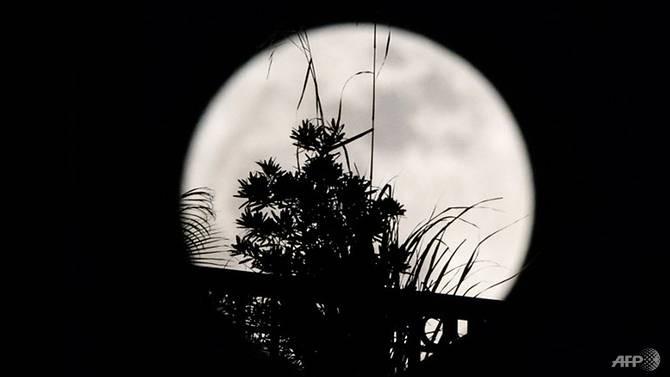 Thế giới đón siêu trăng tuyệt đẹp cuối cùng năm 2017 - ảnh 3