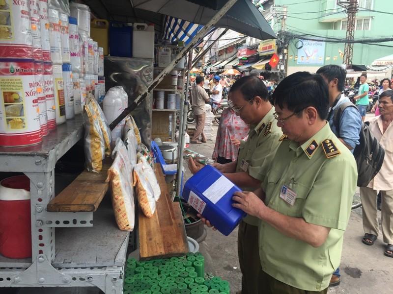 Phát hiện chất vàng ô ở chợ Kim Biên  - ảnh 2