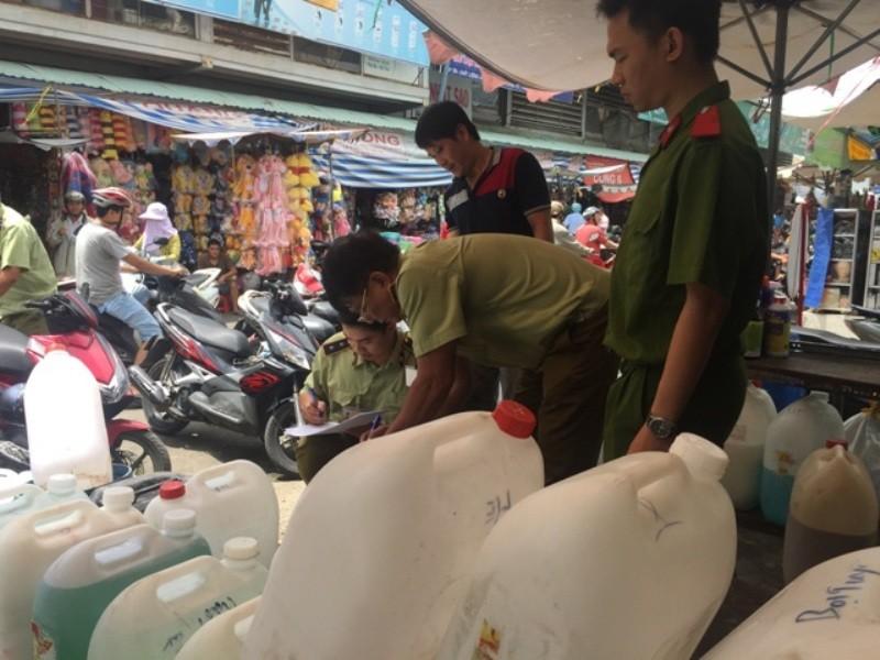 Phát hiện chất vàng ô ở chợ Kim Biên  - ảnh 3