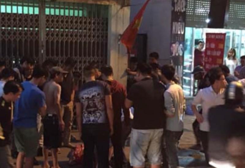 'Người nhện' đu dây điện gây náo loạn tại Hà Nội - ảnh 2