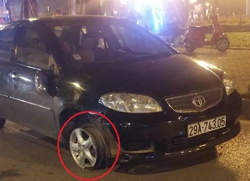 Gây tai nạn bỏ chạy, ô tô bị hàng chục xe máy truy đuổi - ảnh 2