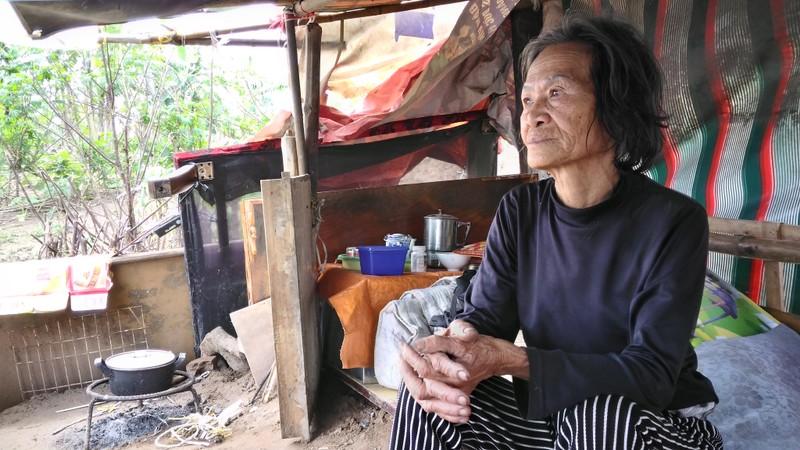 Túp lều 3 m2 của cụ bà 75 tuổi dưới chân cầu Long Biên - ảnh 3
