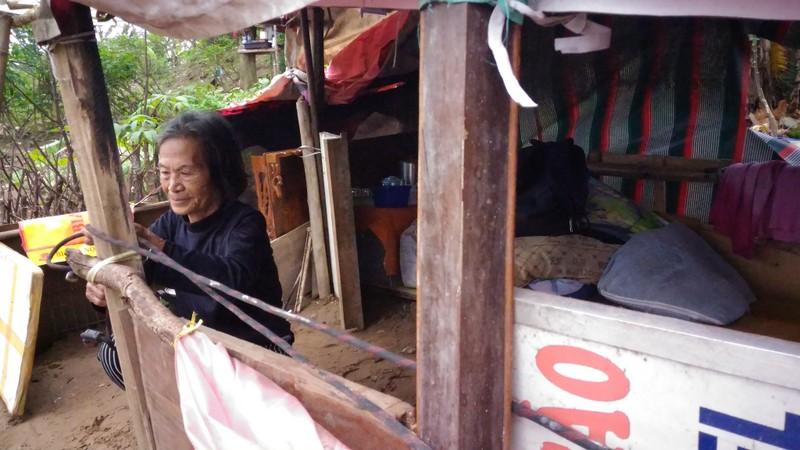 Túp lều 3 m2 của cụ bà 75 tuổi dưới chân cầu Long Biên - ảnh 4