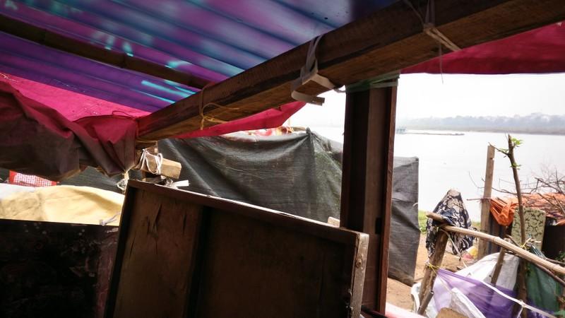 Túp lều 3 m2 của cụ bà 75 tuổi dưới chân cầu Long Biên - ảnh 9