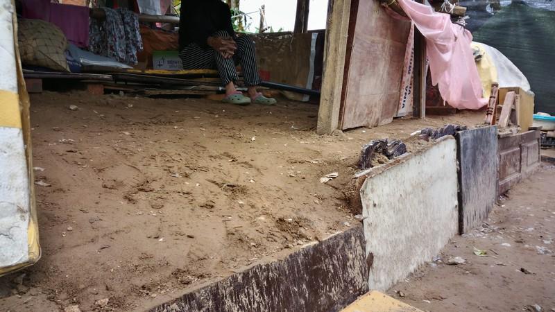 Túp lều 3 m2 của cụ bà 75 tuổi dưới chân cầu Long Biên - ảnh 10