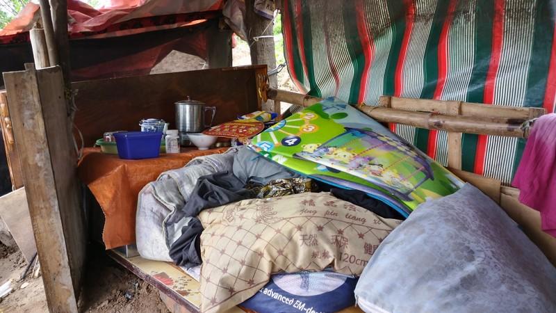 Túp lều 3 m2 của cụ bà 75 tuổi dưới chân cầu Long Biên - ảnh 6