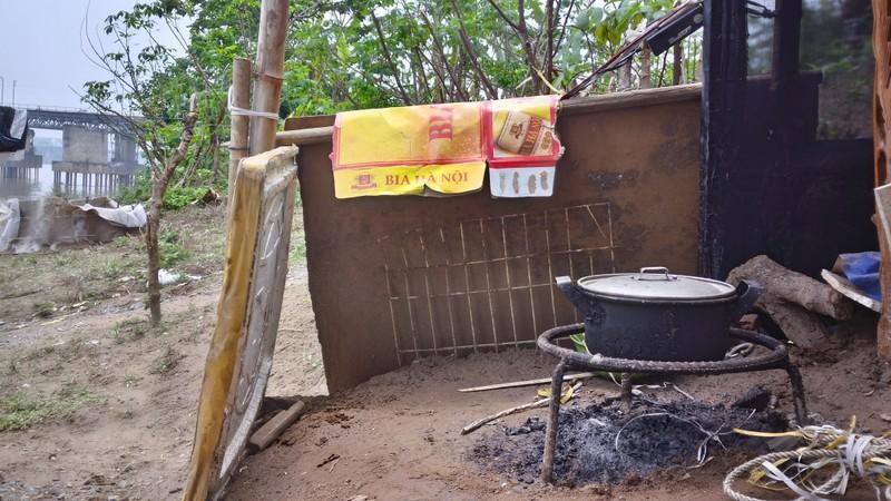 Túp lều 3 m2 của cụ bà 75 tuổi dưới chân cầu Long Biên - ảnh 7