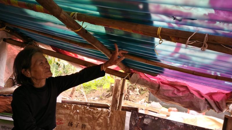 Túp lều 3 m2 của cụ bà 75 tuổi dưới chân cầu Long Biên - ảnh 11