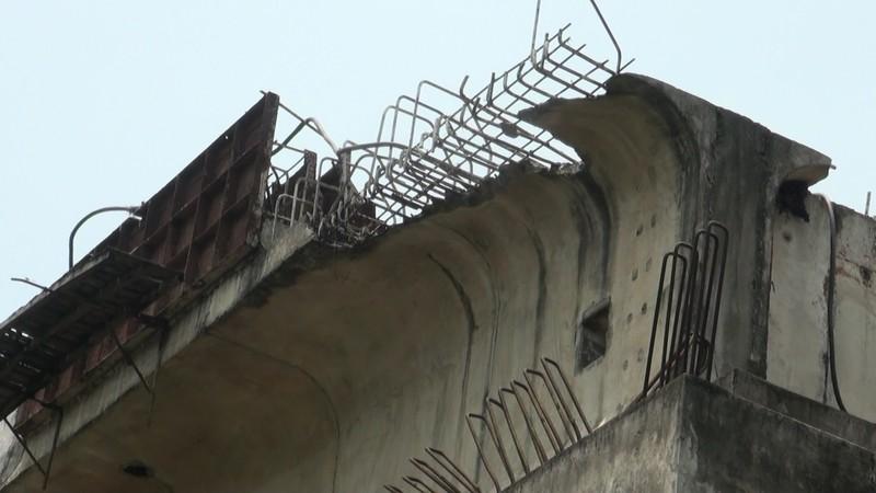 Chùm ảnh: 7 năm xây chưa xong 200 m cầu, còn đi thu phí 'lụi' - ảnh 5