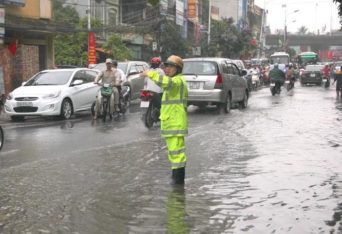 Chỉ huy Đội CSGT phải trực tiếp ra hiện trường khi có mưa lớn - ảnh 1