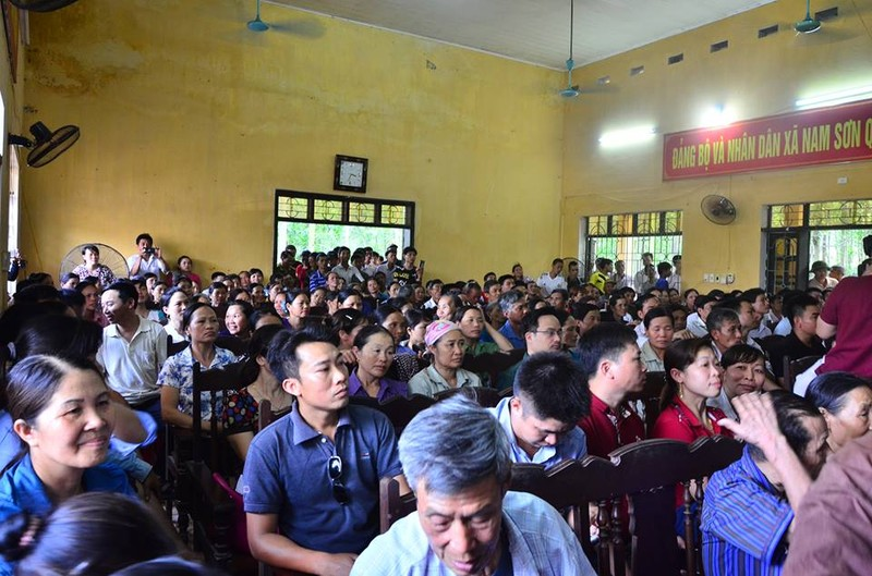 Chủ tịch Nguyễn Đức Chung đối thoại với người dân bãi rác Nam Sơn - ảnh 1