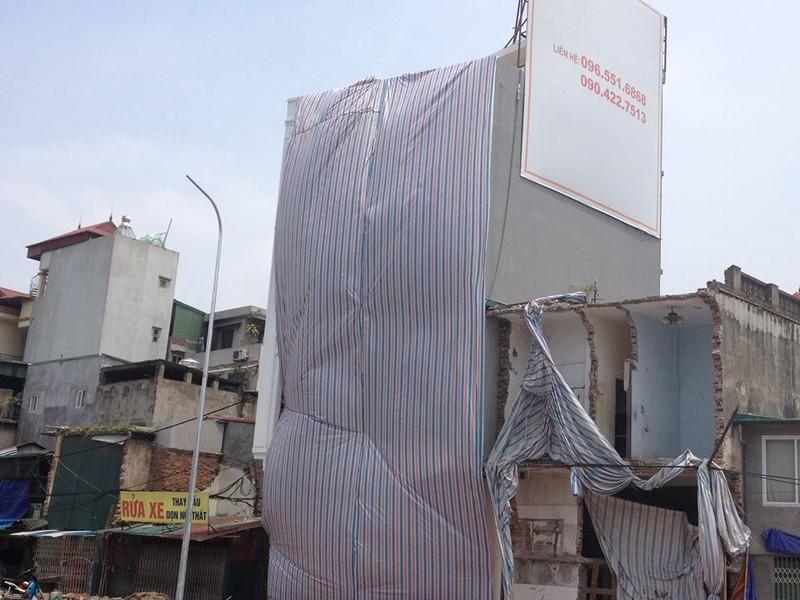 Độc nhất vô nhị ở Hà Nội: Căn nhà 'nuốt' gọn cây cột điện - ảnh 2