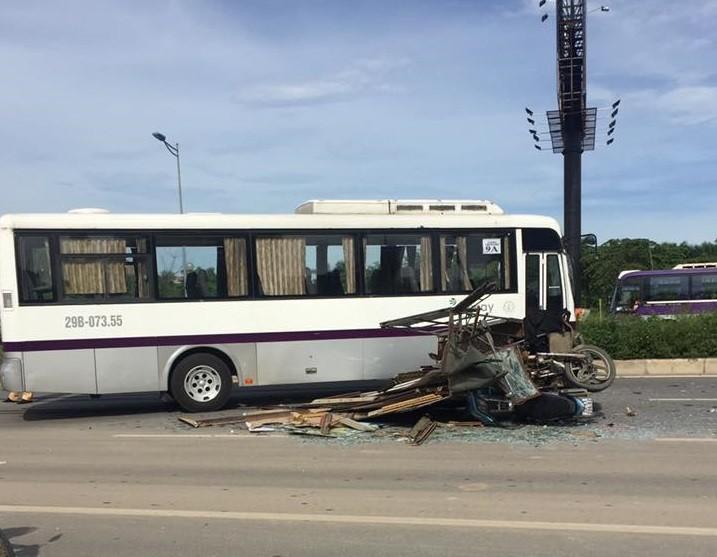 Xe ba gác chạy ngược chiều tông xe khách, 3 người bị thương nặng - ảnh 2