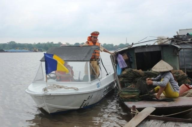 Truy bắt 'cát tặc' trên sông, một CSGT hy sinh - ảnh 1
