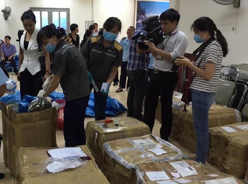 Các kiện hàng chứa lá Khat bị phát hiện