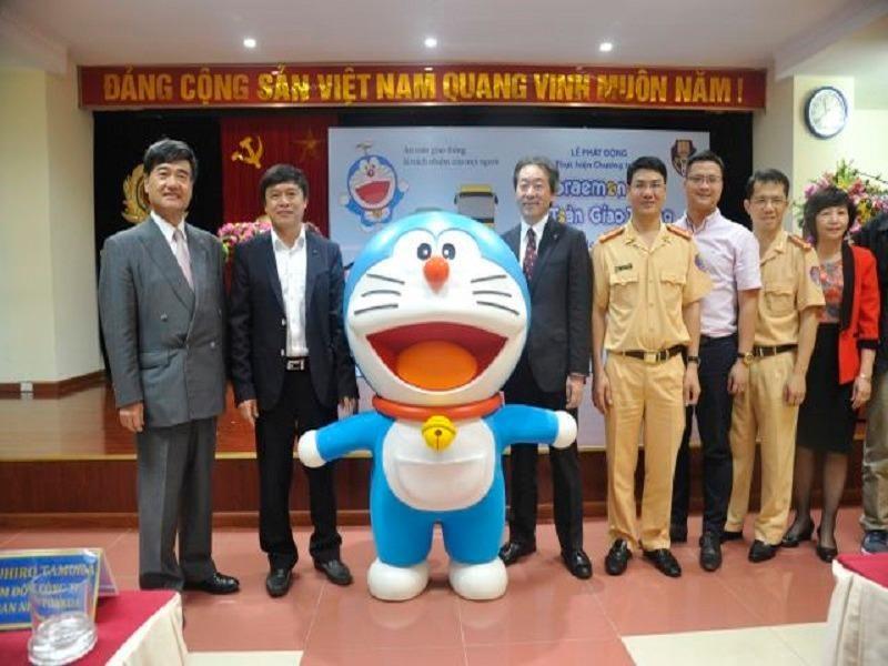 Chú mèo máy Doraemon mang thông điệp về ATGT tới Việt Nam