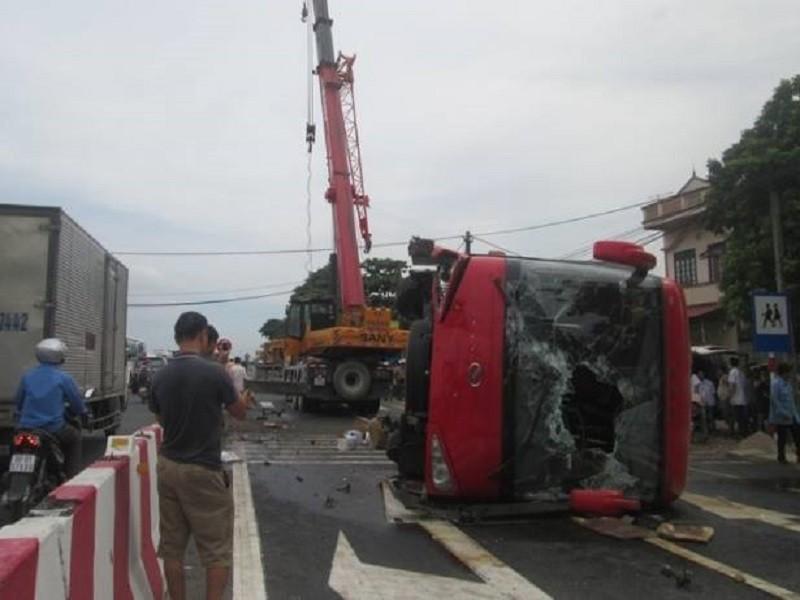 Tai nạn xe khách thảm khốc, 1 người chết, 7 người bị thương - ảnh 1
