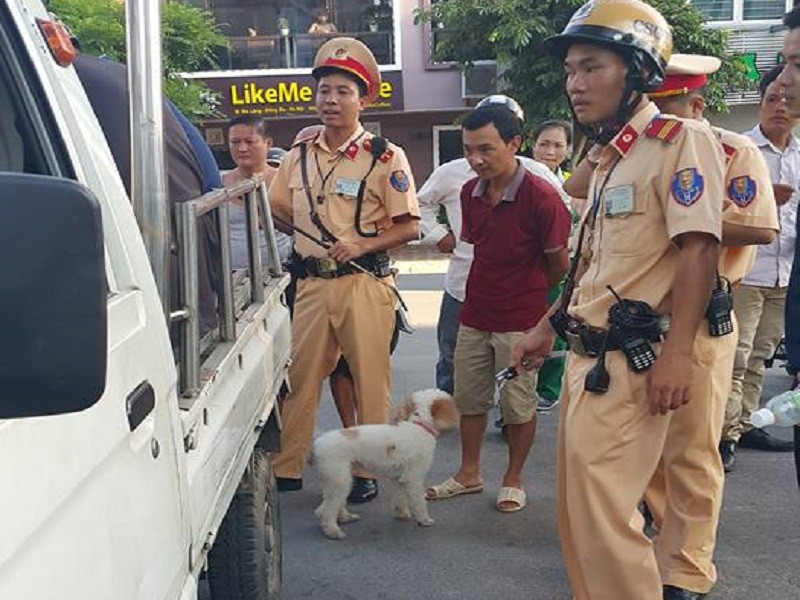 'Cẩu tặc' bỏ chạy tông xe vào taxi, bị CSGT tóm gọn - ảnh 2