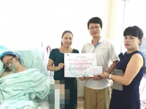 Trần tình của người có 'nụ cười tươi' khi trao quà từ thiện - ảnh 1