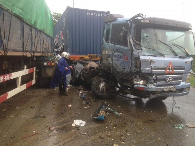 4 ô  tô tông nhau tại dốc Cun, 1 người chết, 5 người bị thương - ảnh 2