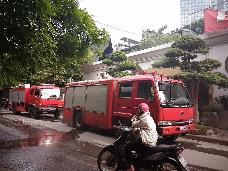 Cháy ngùn ngụt tại quán cafe trên phố Phan Kế Bính - ảnh 2