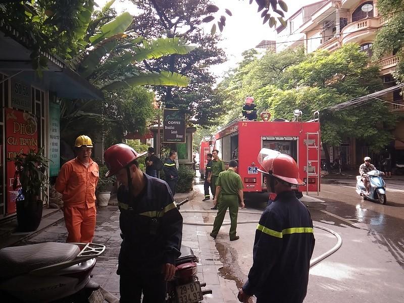 Cháy ngùn ngụt tại quán cafe trên phố Phan Kế Bính - ảnh 3