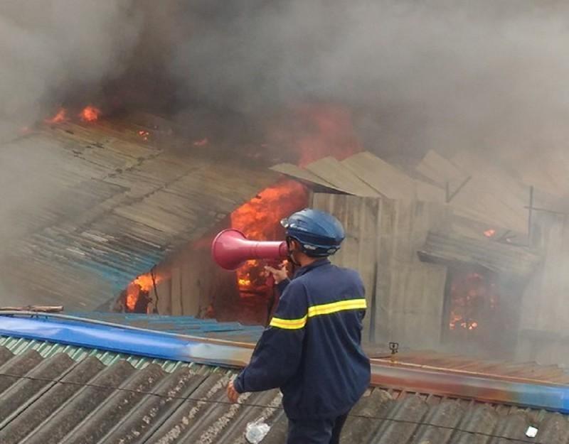 Cháy khủng khiếp tại lán trọ công nhân - ảnh 3