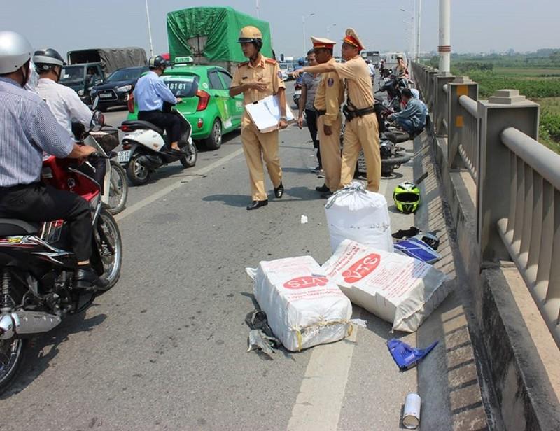 Tai nạn liên hoàn trên cầu Vĩnh Tuy, 5 người bị thương - ảnh 3