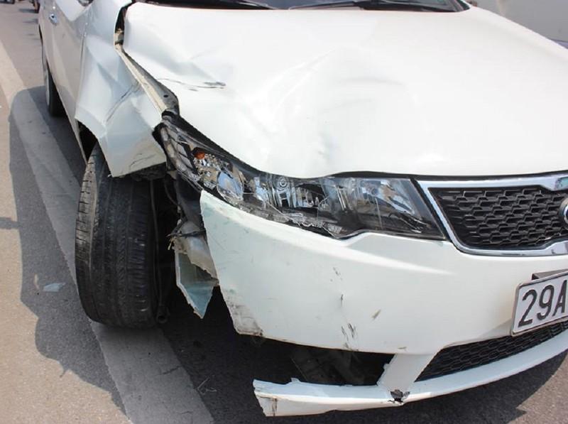 Tai nạn liên hoàn trên cầu Vĩnh Tuy, 5 người bị thương - ảnh 1