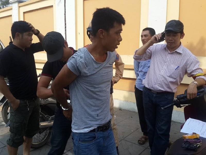 Nam thanh niên thấy cảnh sát liền... vứt xe bỏ chạy - ảnh 1