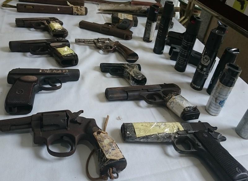 Hàng loạt súng, đạn bị lực lượng 141 Hà Nội thu giữ