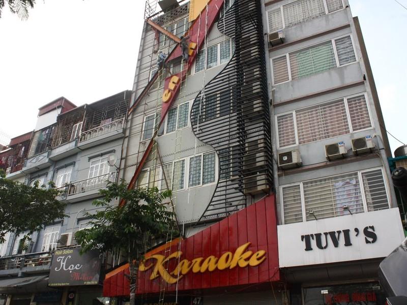 Hàng loạt quán karaoke tại Hà Nội dỡ biển quảng cáo - ảnh 3