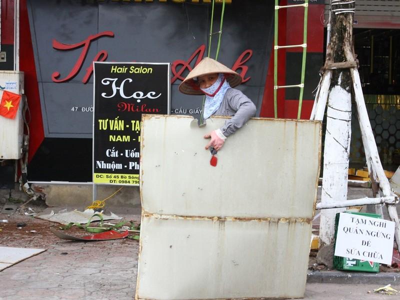Hàng loạt quán karaoke tại Hà Nội dỡ biển quảng cáo - ảnh 8