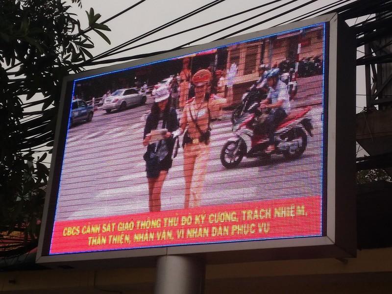 Hà Nội: Lắp bảng LED để tuyên truyền luật, có hiệu quả? - ảnh 3