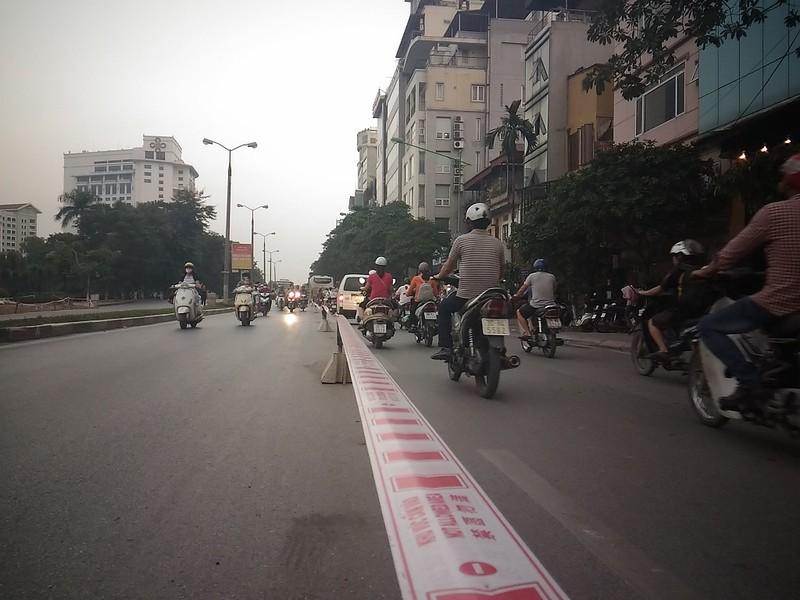 Đường Kim Mã bị cấm 1 chiều, giao thông hỗn loạn - ảnh 3